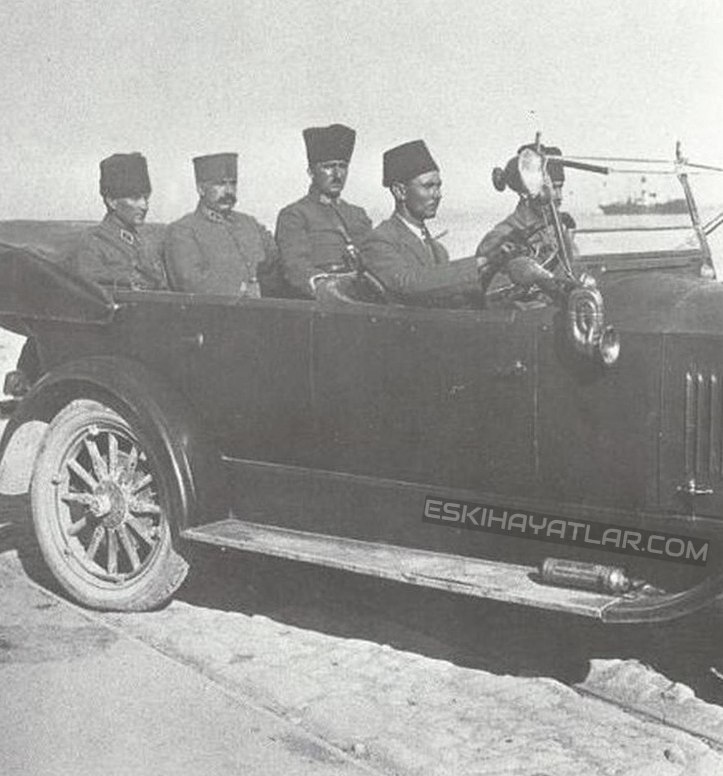 ataturk-izmir-gunleri-mustafa-kemal-pasa-1922-izmir-fotograflari (1)