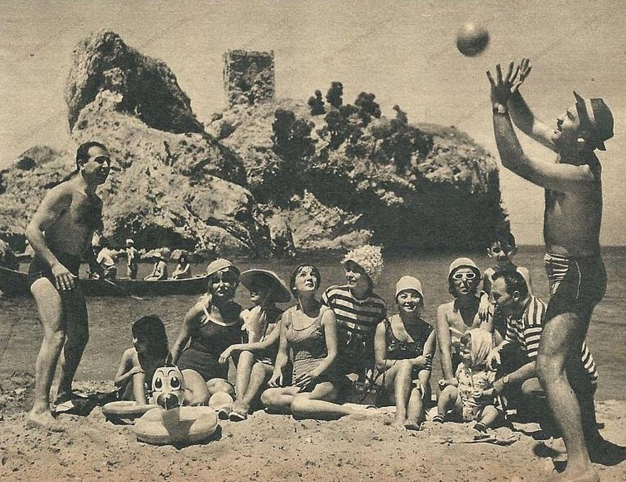 nilufer-aydan-kimdir-birsen-kaplangi-kimdir-leyla-sayar-fotograflari-nilgun-esen-gencligi-1962-yilinda-istanbul-neriman-koksal-gencligi (2)