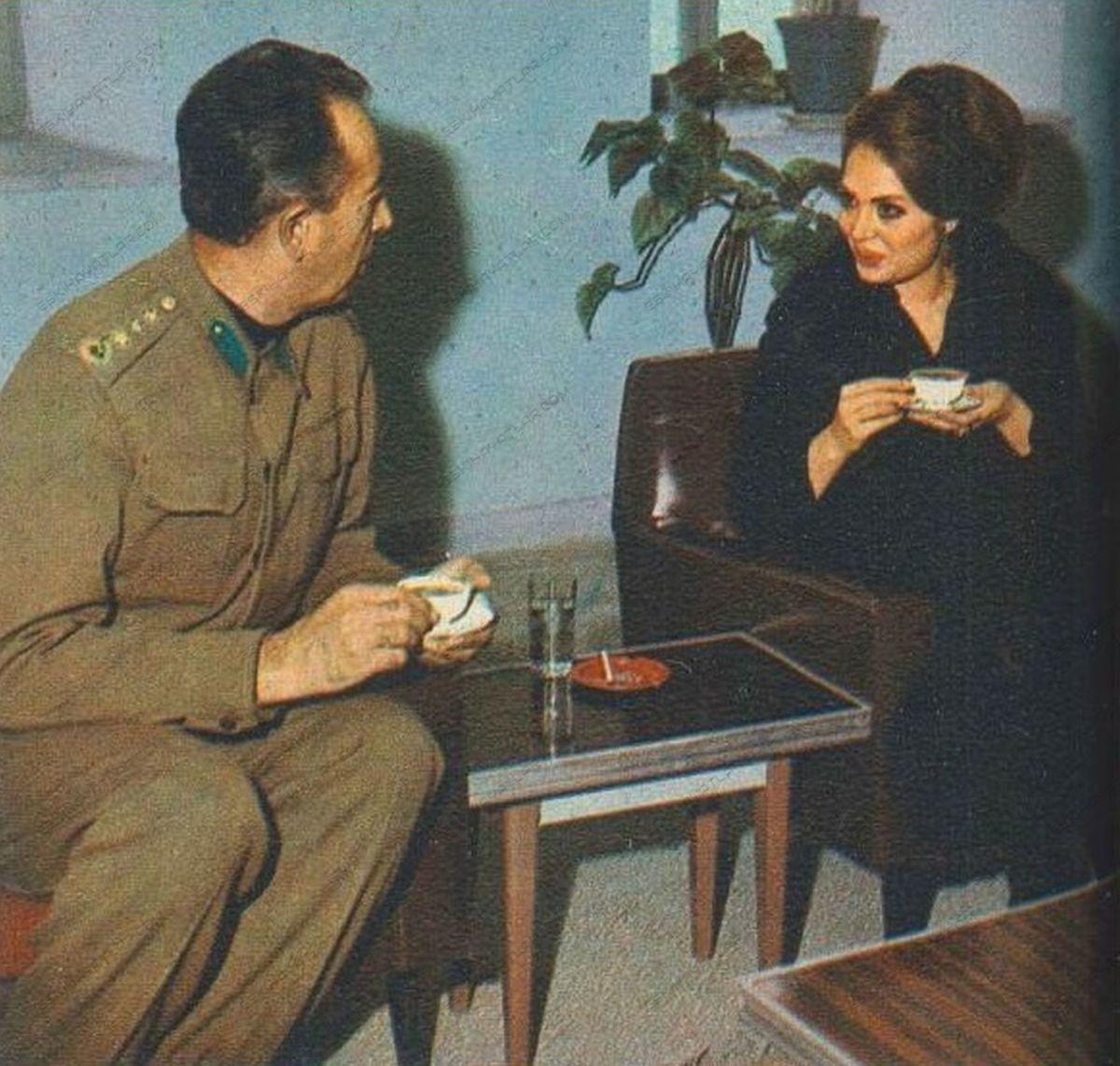 turkan-soray-davutpasa-kislasinda-mehmetcik-ziyaretinde-1971-hayat-dergisi (4)