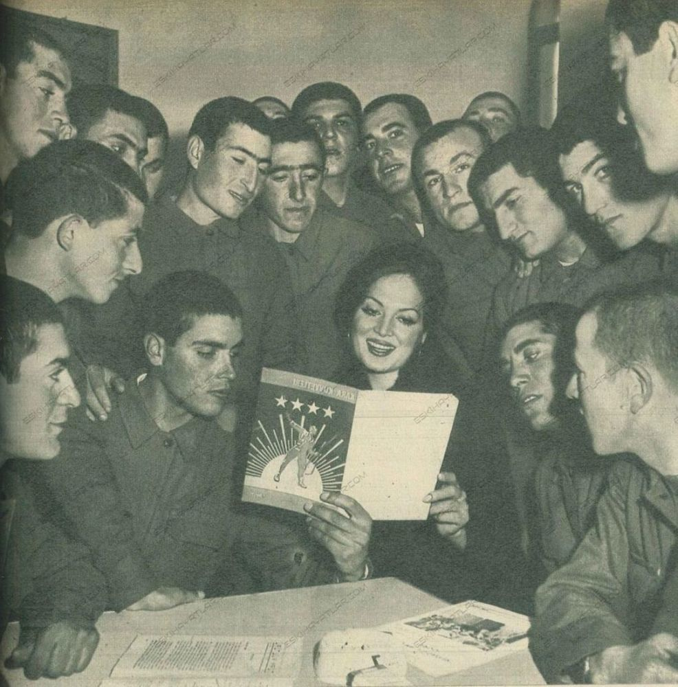 turkan-soray-davutpasa-kislasinda-mehmetcik-ziyaretinde-1971-hayat-dergisi (6)