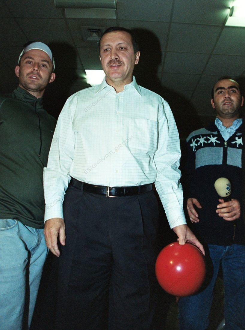 0355-turkiyenin-yeni-umudu-ak-parti-2002-tempo-dergisi-recep-tayyip-erdogan (0a)