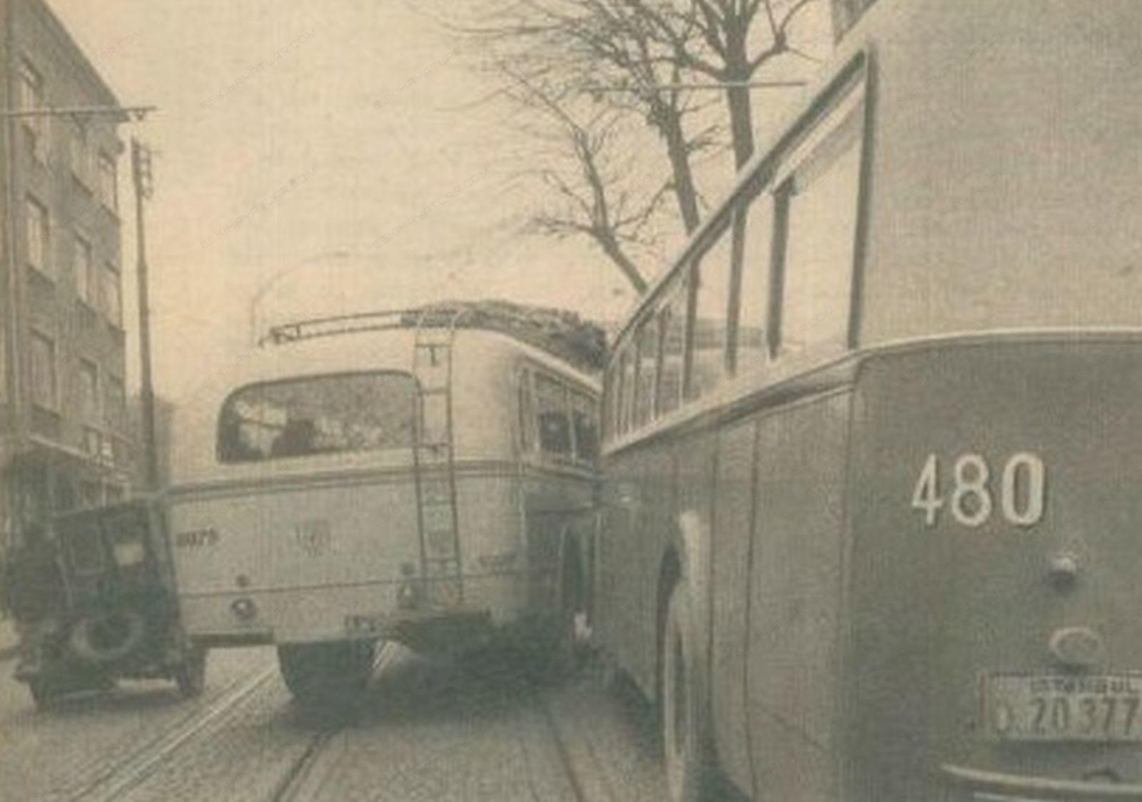 0263-altmisli-yillarda-istanbul-trafigi-1965-hayat-dergisi (3)