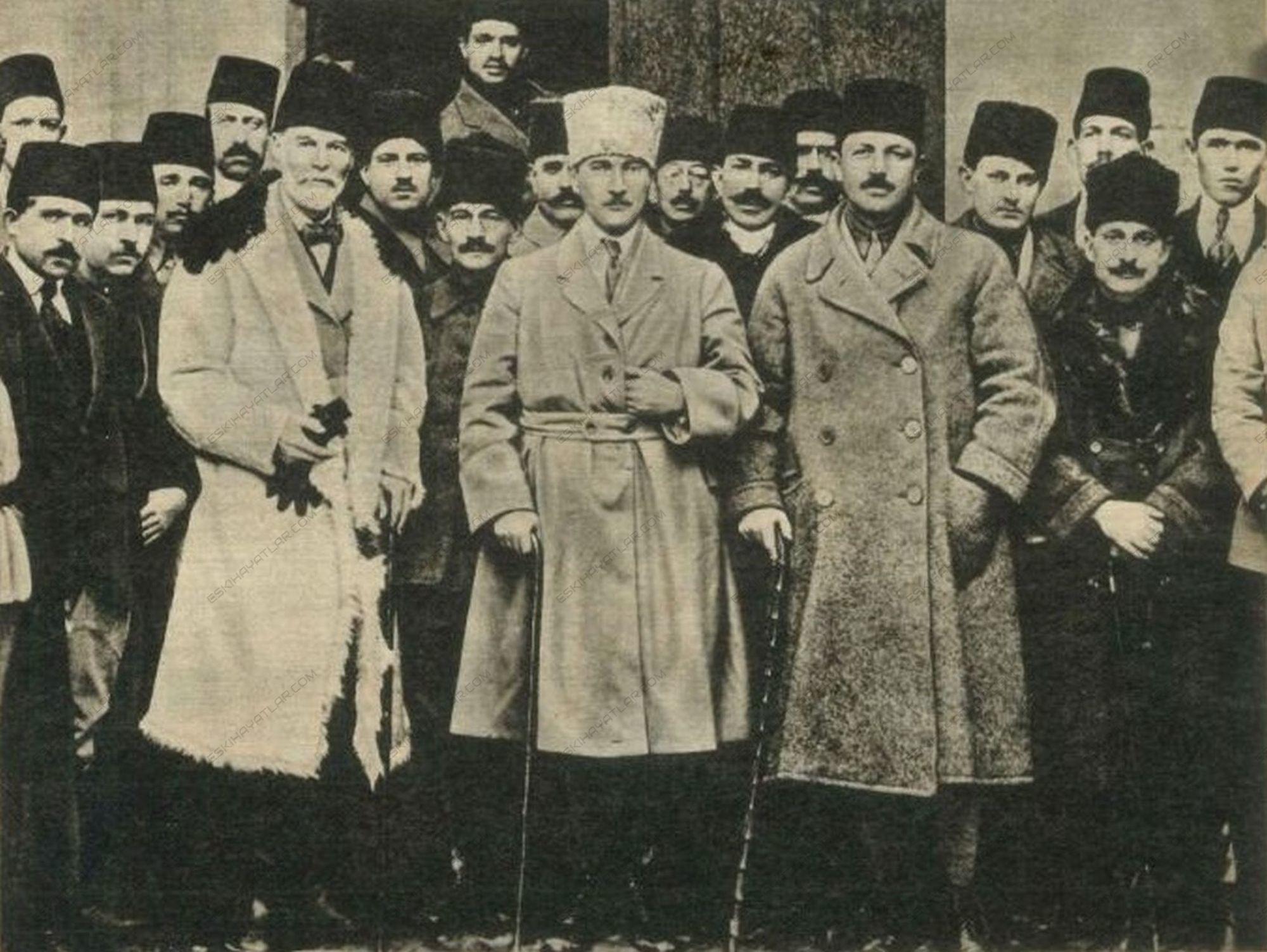 0650-mustafa-kemal-ataturk-istiklal-savasi-fotograflari-cumhuriyet-ilani-buyuk-taarruz-1983-hayat-dergisi-ozel-ekleri (14)