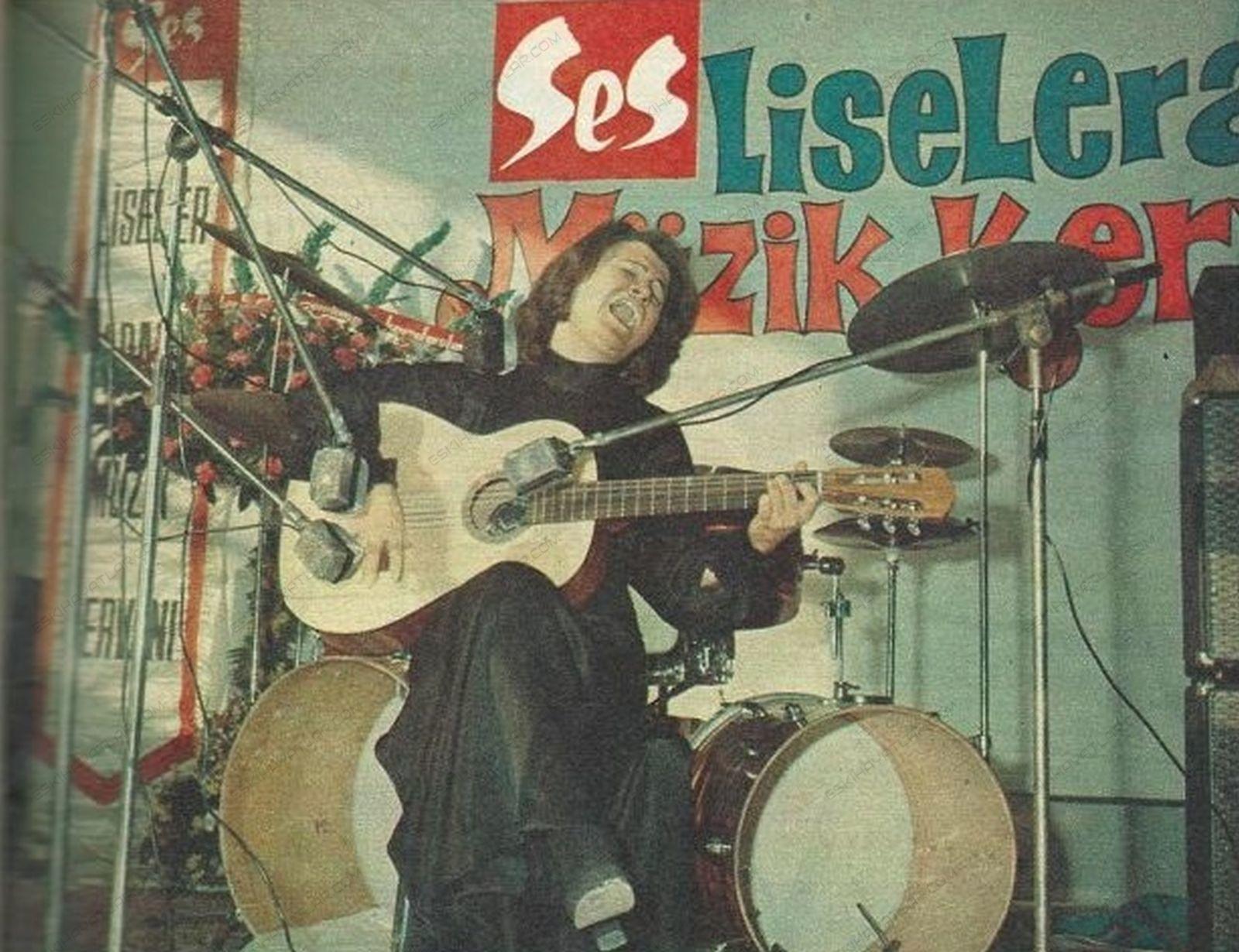 0121-liselerarasi-muzik-yarismasi-1972-ses-dergisi-cem-karaca-esin-afsar-selda-bagcan-konser-fotograflari-muzik-kervani (8)