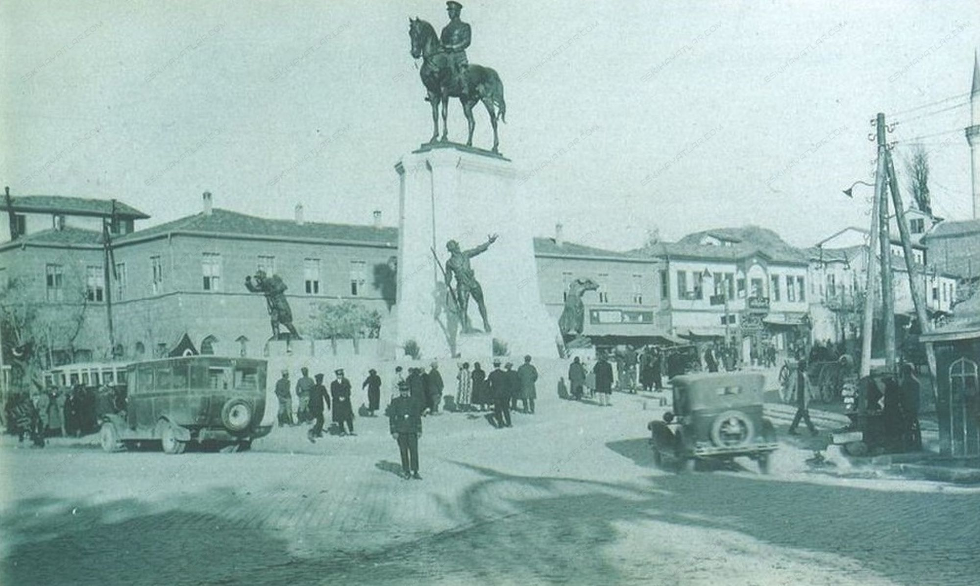 0293-cumhuriyet-doneminde-ankara-fotograflari-1997-tombak-dergisi-30-lu-yillarda-ankara-nasildi (10)