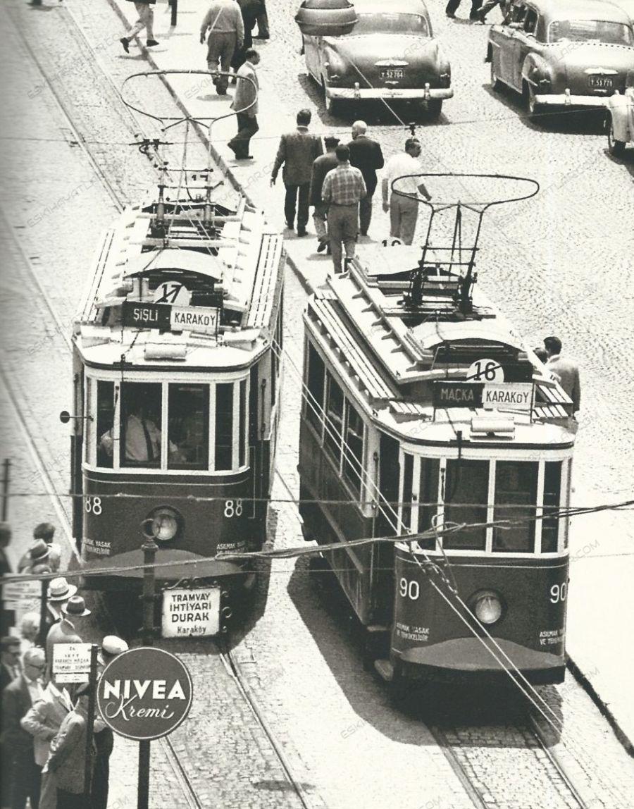 0157-ara-gulerin-gozunden-istanbul-tramvaylari-iett-istanbul-buyuksehir-belediyesi