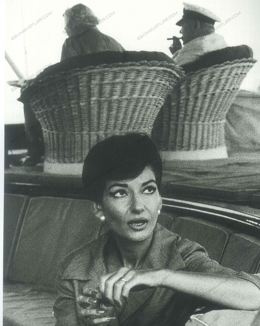 0157-aradan-77-yil-gecti-ara-guler-fotografi-maria-casllas-onanis-in-christina-adli-yatinda-1957-istanbul