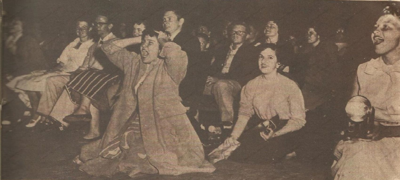 0241-elvis-presley-haberleri-1958-yelpaze-dergisi-sezen-cumhur-onal (1)