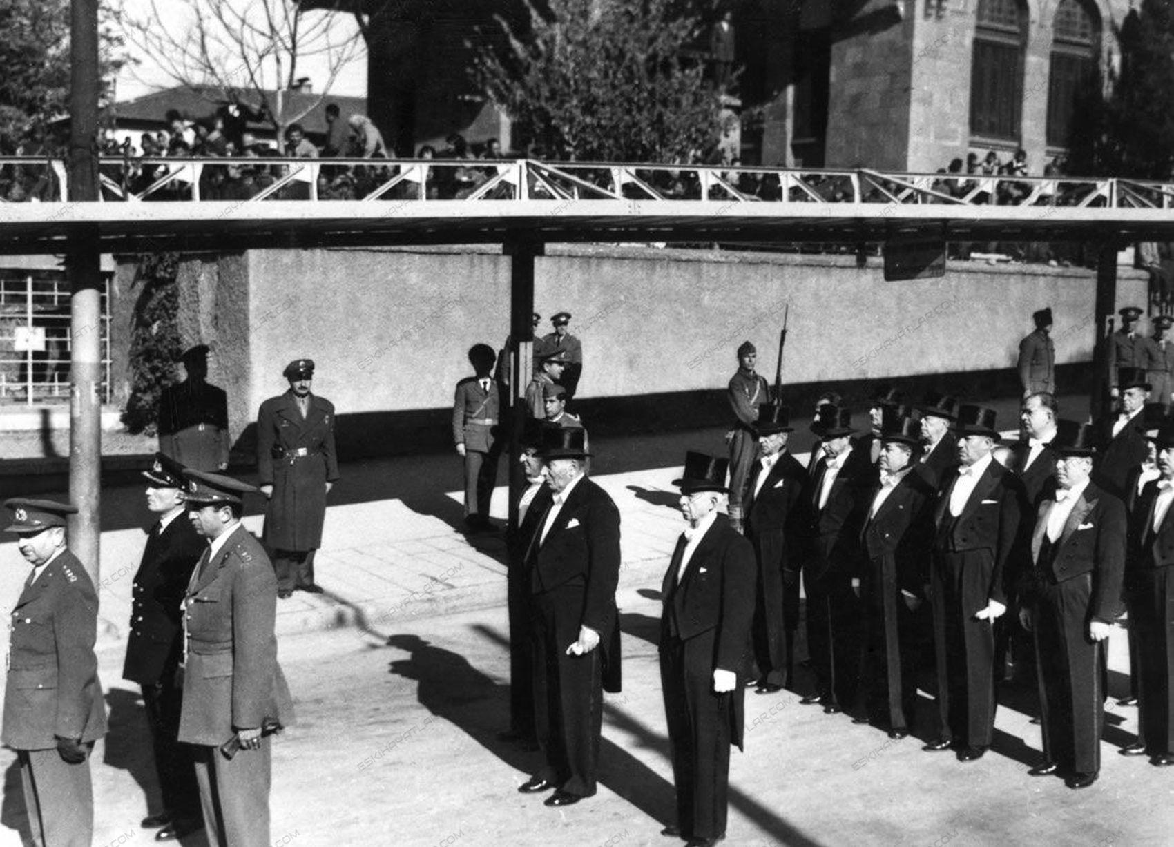 0257-mustafa-kemal-ataturk-anitkabir-toreni-10-kasim-1953-tarihli-gazete-arsivi (11)