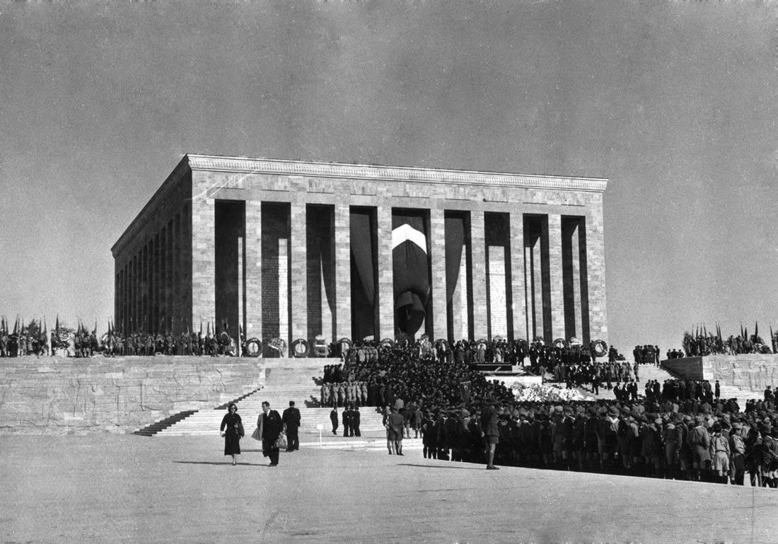 0257-mustafa-kemal-ataturk-anitkabir-toreni-10-kasim-1953-tarihli-gazete-arsivi (2)