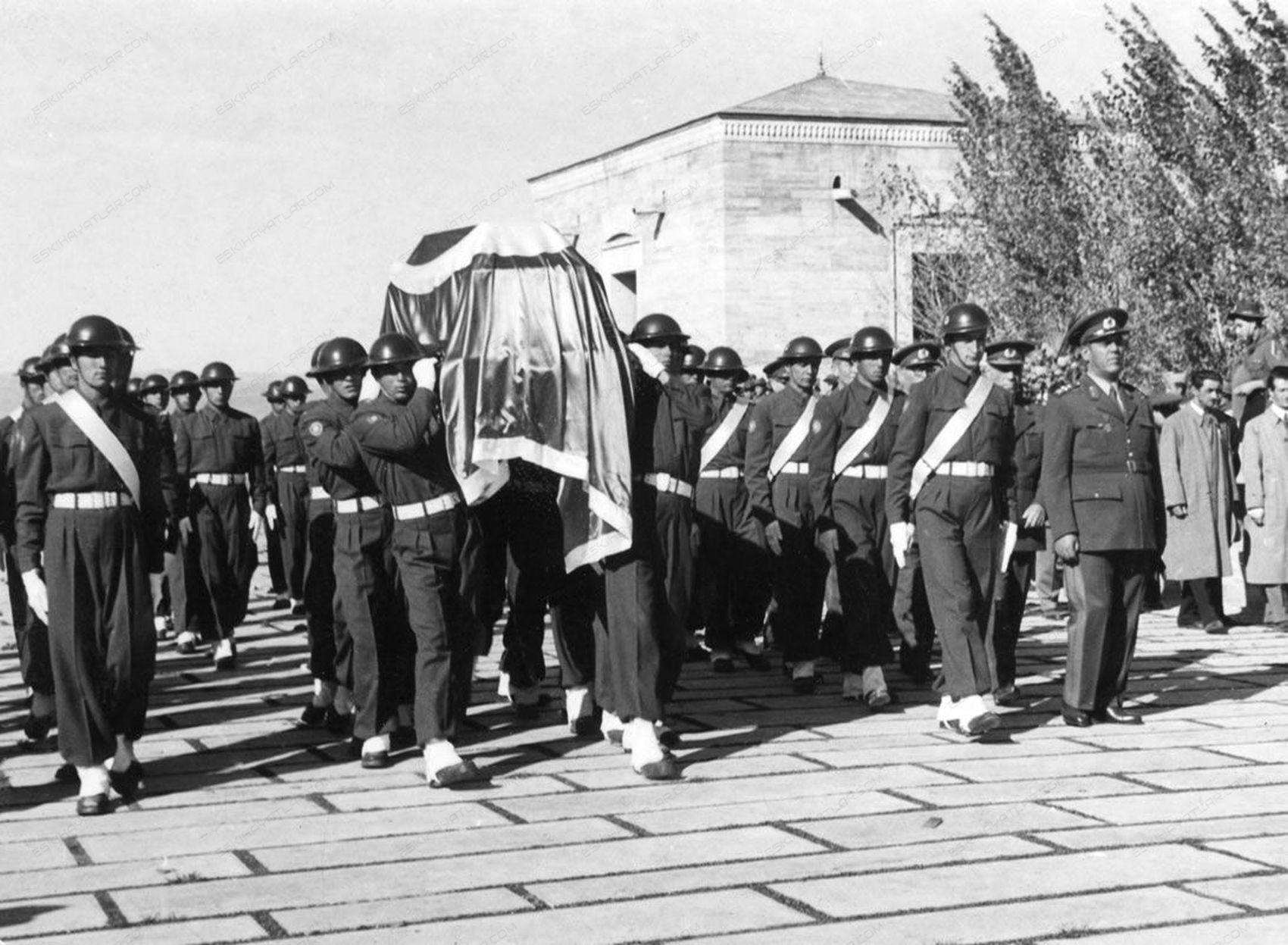 0258-ataturk-anitkabire-ne-zaman-defnedildi-11-kasim-1953-tarihli-gazete-arsivi (4)