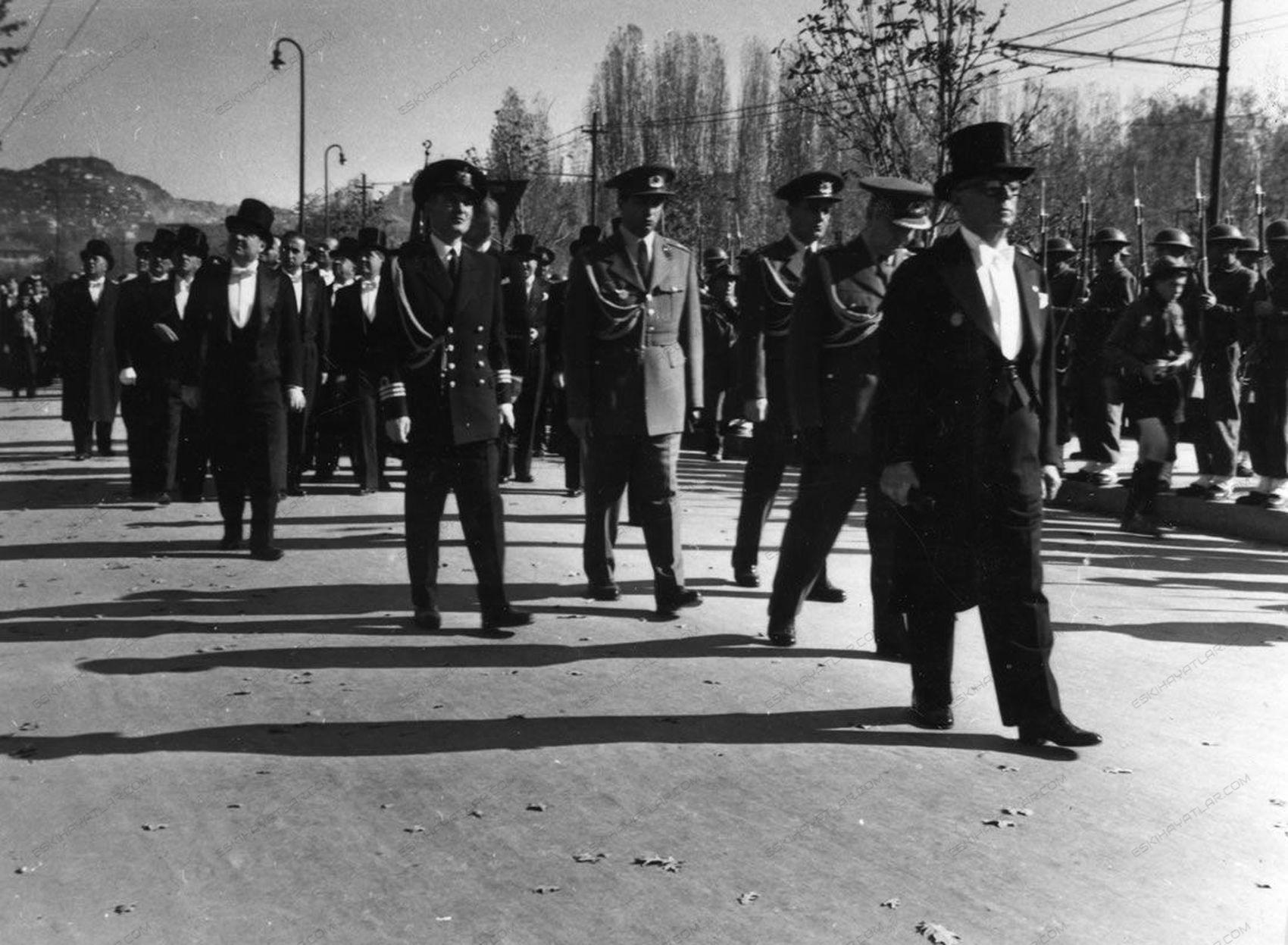0258-ataturk-anitkabire-ne-zaman-defnedildi-11-kasim-1953-tarihli-gazete-arsivi (5)