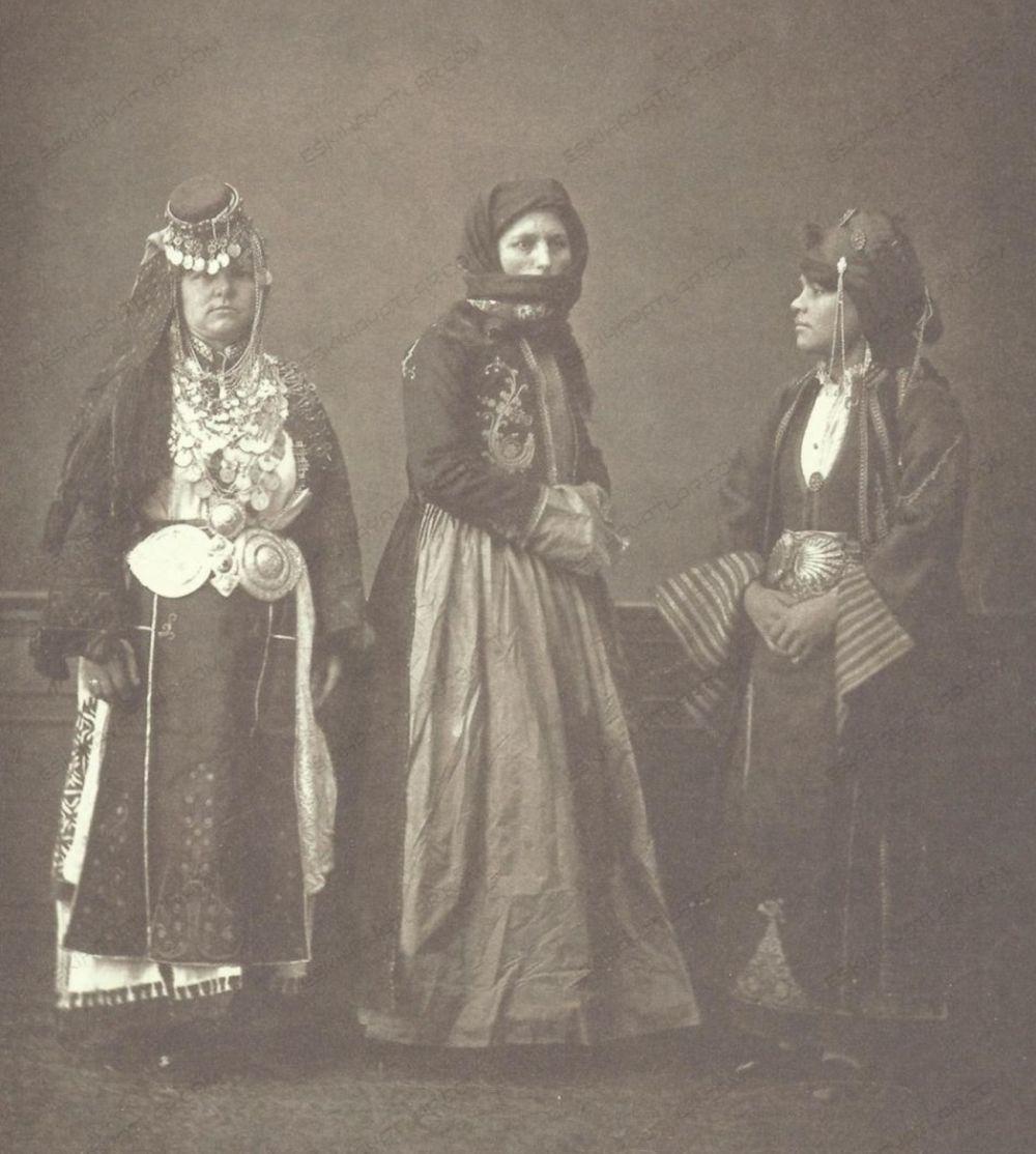 0221-elbise-i-osmaniyye-1873-yilinda-turkiye-de-halk-giysiler-yanyali-kadin-prevezeli-kadin-tirhalali-kadin (5)